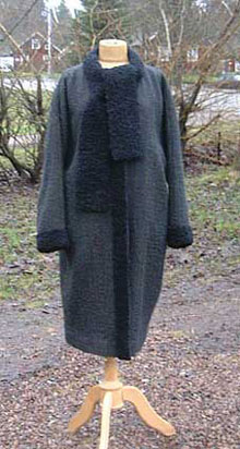 coat with reflecting yarn